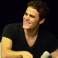 """Paul Wesley, Stefan de """"The Vampire Diaries"""", encontra fãs no Brasil e diz que 7ª temporada é dúvida"""