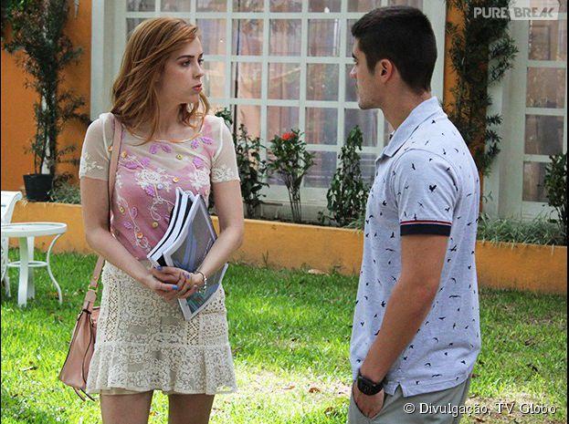 """Em """"Alto Astral"""", Gaby (Sophia Abrahão) conta para Gustavo (Guilherme Leicam) que ficou com ciúme de Emerson (Sérgio Malheiros)"""