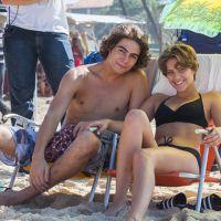 "Isabella Santoni, Rafael Vitti, Arthur Aguiar e Bruna Hamú gravam cenas de ""Malhação"" na praia"