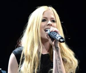 """Avril Lavigne lançará música nova chamada """"Fly"""" em apoio aos Jogos Mundiais de Verão 2015 da Special Olympics!"""