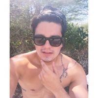 """Luan Santana publica foto sem camisa no Instagram e fãs suspiram: """"Perfeito!"""""""