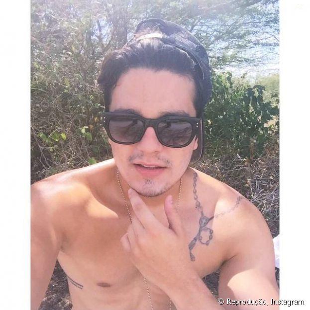 Luan Santana publica foto sem camisa no Instagram e fãs enlouquecem