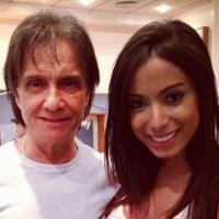 """Anitta grava especial de fim de ano com Roberto Carlos e não se aguenta: """"Que pessoa incrível"""""""