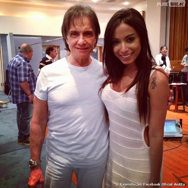 """Anitta divide estúdio com Roberto Carlos e não segura emoção em encontrar com o rei: """"Amei conhecer o Roberto. Que pessoa incrível. Transmite paz no lugar inteiro quando chega"""""""