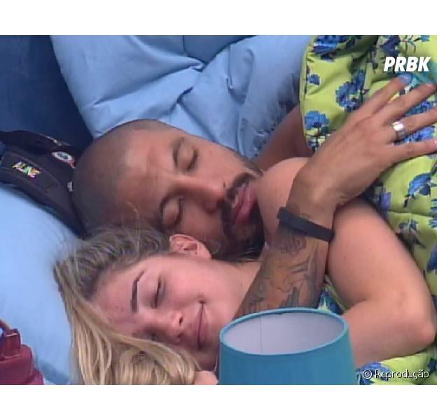 """Fernando e Aline já estão em fase de """"eu te amo"""" no """"BBB15"""""""
