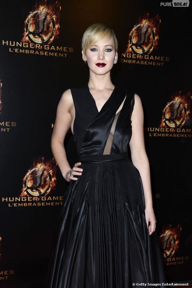 """Jennifer Lawrence contou à revista """"Madame Figaro"""" que teve uma infância difícil e que precisou se tratar da ansiedade social"""
