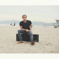 """Cody Simpson lança """"Flower"""" sua mais nova música! O cantor conta com Miley Cyrus em nova fase."""