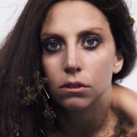 "Lady Gaga divulga curta para promover o álbum ""ARTPOP"""
