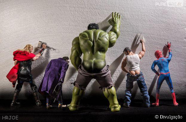 Na série do fotógrafoEdy Hrjoe:Os Vingadores em momento íntimo fazendo um xixizinho
