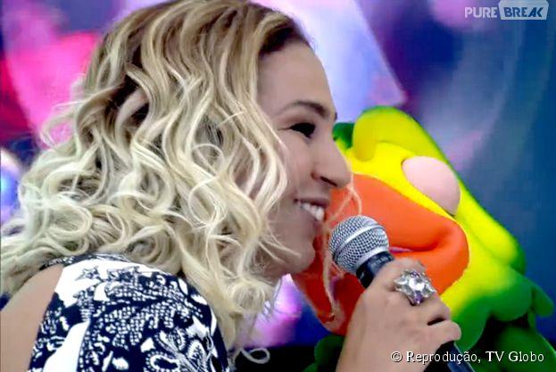 """Valesca Popozuda comemora o aniversário do Louro José cantando muito no palco do """"Mais Você"""""""