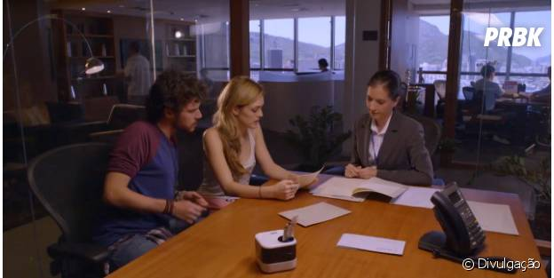 "Atendente de clínica apoia Júlia (Isabelle Drummond) e Pedro (Jayme Matarazzo) a escrever carta pra pai biológico em ""Sete Vidas"""