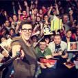 """Grant Gustin tirou selfie com os fãs no evento de """"The Flash"""""""