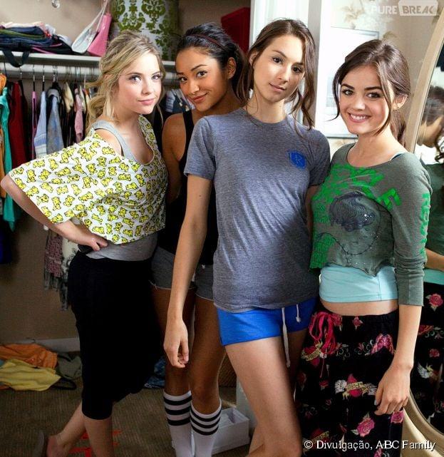 "Em ""Pretty Little Liars"", Hanna (Ashley Benson), Emily (Shay Mitchell), Spencer (Troian Bellisario) e Aria (Lucy Hale) vão enfrentar uma nova realidade"