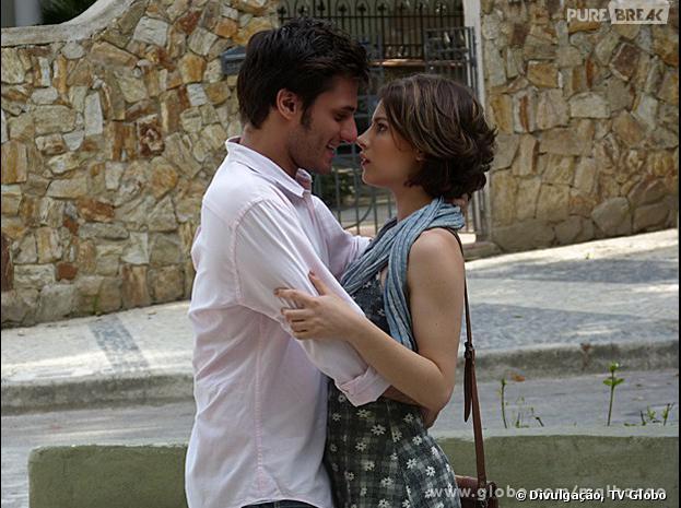 """Martin (Hugo Bonemer) vai fingir que está com Micaela (Laís Pinho) em """"Malhação"""""""