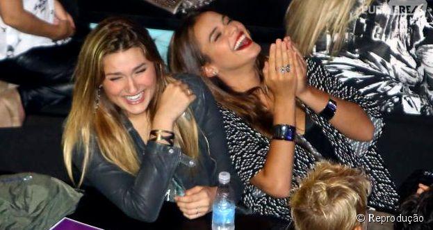 Juntas, Bruna Marquezine e Sasha Meneghel morrem de rir