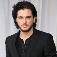 "Kit Harington, o Jon Snow de ""Game of Thrones"", diz amar ruivas e comenta 5ª temporada da série"