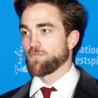 Robert Pattinson dançando muito no Coachella 2015! Astro é flagrado em vídeo feito por fã