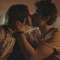 """Novela """"Babilônia"""": Rafael (Chay Suede) dá beijão em Laís e a pede em namoro!"""