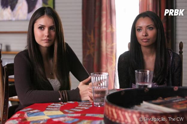"""Em """"The Vampire Diaries"""", Bonnie (Kat Graham) e Elena (Nina Dobrev) eram melhores amigas"""