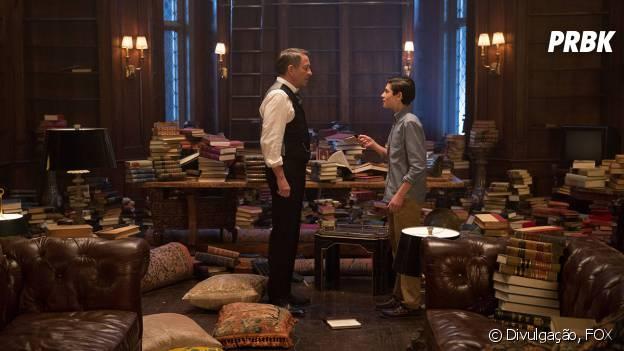 """Bruce Wayne (David Mazouz) encontrou o local onde pode ser a sua Bat-Caverna no futuro em """"Gotham"""""""