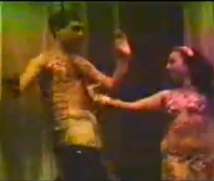 Zeca Camargo já gravou um vídeo fazendo uma performance de dança do ventre
