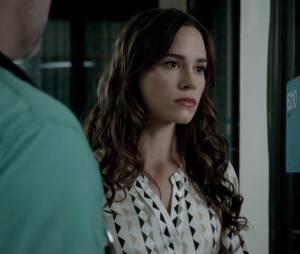 """Charlotte (Christa B. Allen) doou o coração de Victoria (Madeleine Stowe) para que Emily (Emily VanCamp) sobrevivesse em """"Revenge"""""""