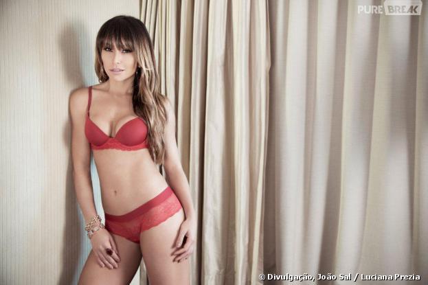Sabrina Sato tira a roupa e posa para uma sessão de fotos só de calcinha e sutiã para grife de lingerie Marcyn