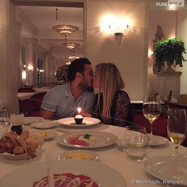 No dia de seu aniversário, Bárbara Evans revela novo namorado para o mundo no Instagram
