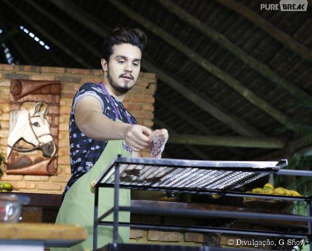 "Luan Santana prepara carne no programa ""Estrelas"""