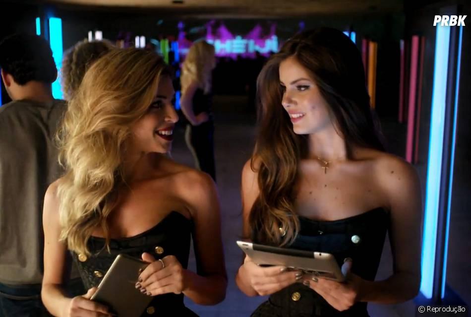 """Em """"Verdades Secretas"""", Larissa (Grazi Massafera) acha graça na inocência de Angel (Camila Queiroz)"""