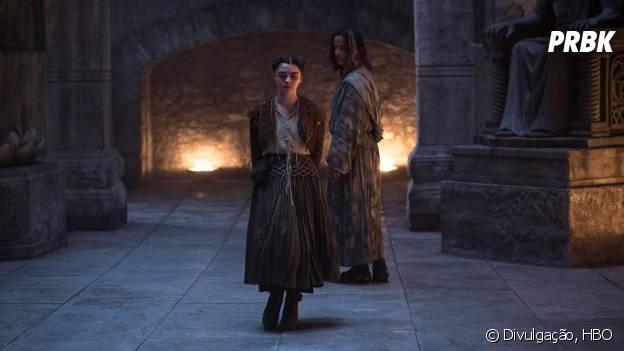 """Em """"Game of Thrones"""", Arya (Maisie Williams) vai ganhar um castigo bizarro"""