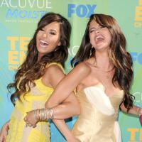 Depois de polêmica com drogas, Demi Lovato e Selena Gomez fazem palestra em rehab