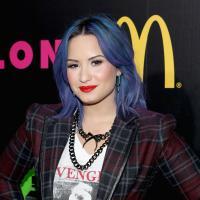 """Demi Lovato confessa que """"contrabandeava"""" drogas e não ficava 1h sem elas"""