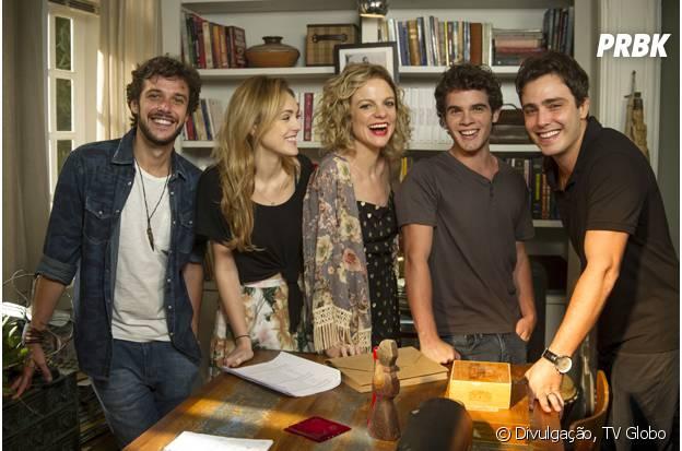 """Em """"Sete Vidas"""", os cinco irmãos e Joaquim terminam a trama velejando com Miguel (Domingos Montagner) e Lígia (Débora Bloch)"""