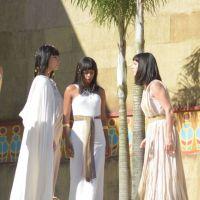 """Novela """"Os Dez Mandamentos"""": Nefertari despreza Yunet e a vilã lança maldição na própria filha"""
