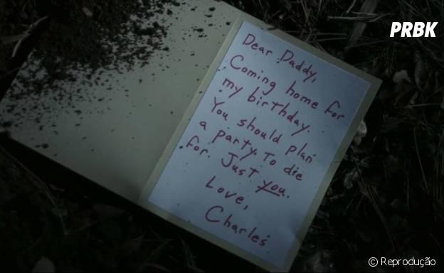 """Em """"Pretty Little Liars"""", Charlie deixou um recado para o seu pai falando que vai voltar para casa no aniversário dele"""