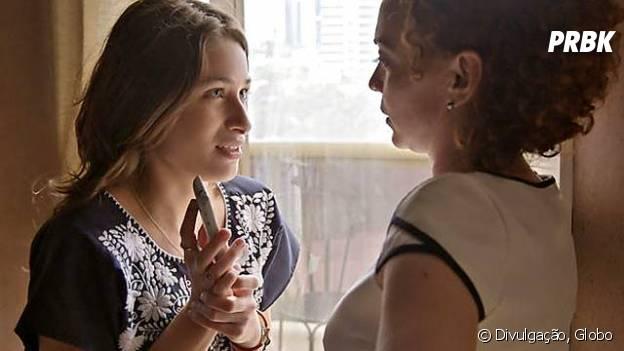"""Laís (Luisa Arraes) conta todos os detalhes paraMaria José (Laila Garin) em """"Babilônia"""""""