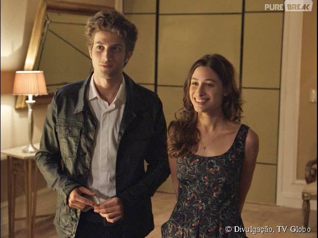 """Rafael (Chay Suede) e Laís (Luisa Arraes) vão ter primeira vez em """"Babilônia"""""""