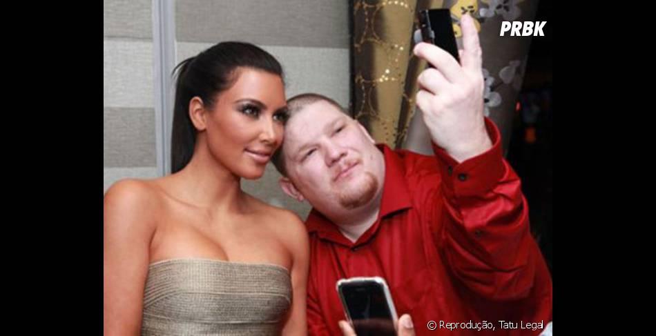 Kim Kardashian está adorando esse momento, só que não