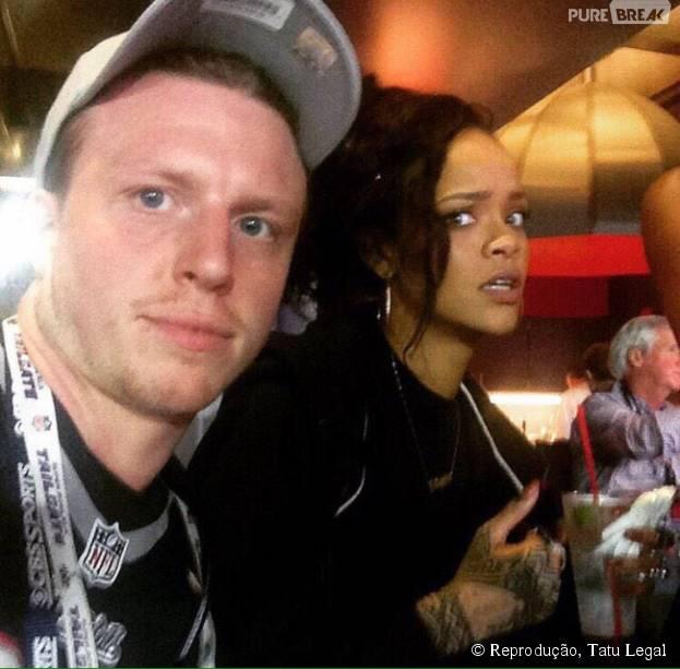 Rihanna parece não estar muito afim de fotos, né?