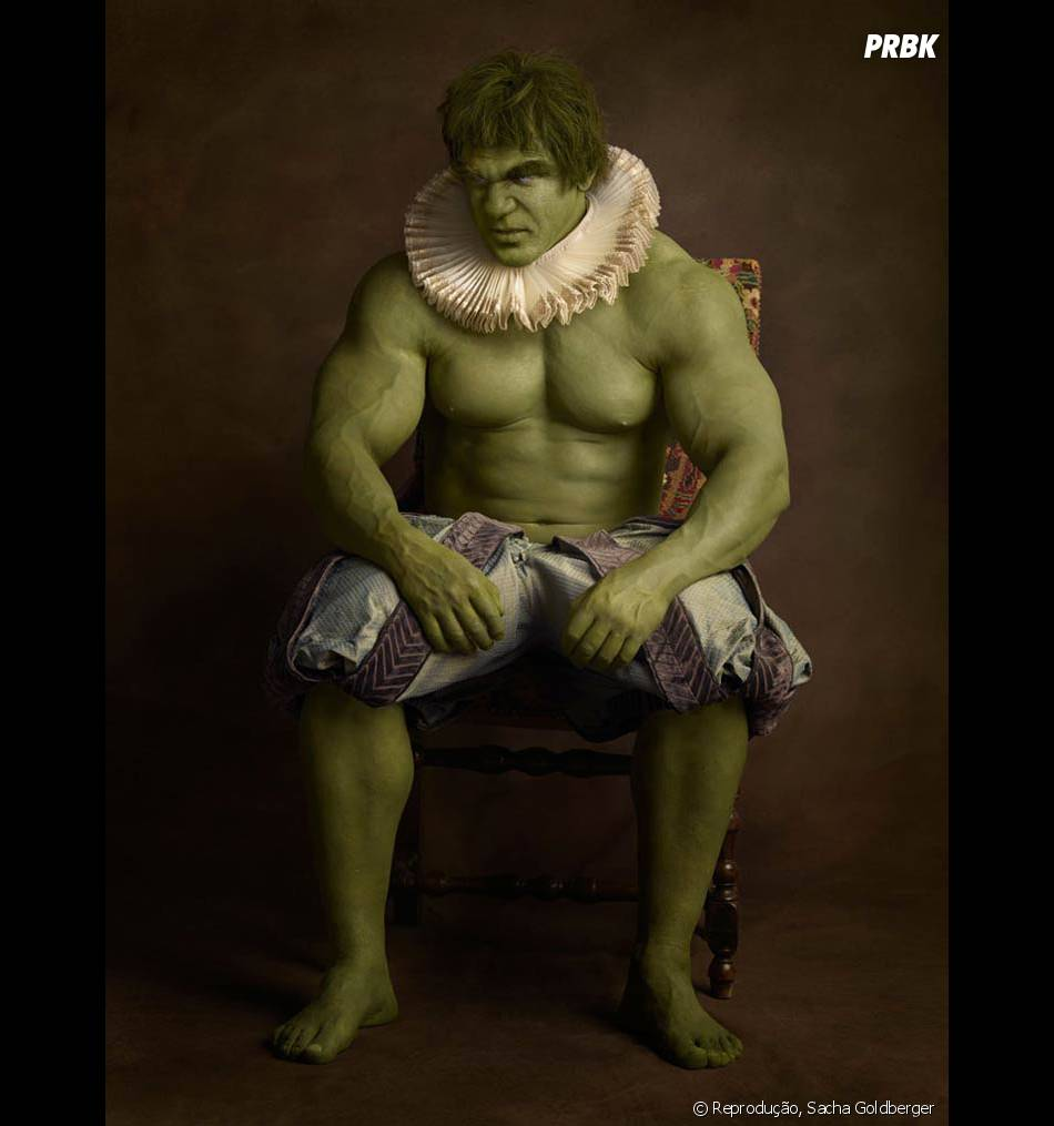 Vestido desse jeito o Hulk está mais para bobo da corte