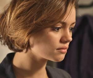 """Em """"Babilônia"""", Alice (Sophie Charlotte) fica chocada ao descobrir traição do namorado"""