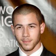 """Nick Jonas, de """"Scream Queens"""", lança música dançante """"Levels"""" com lyrics vídeo! Confira!"""