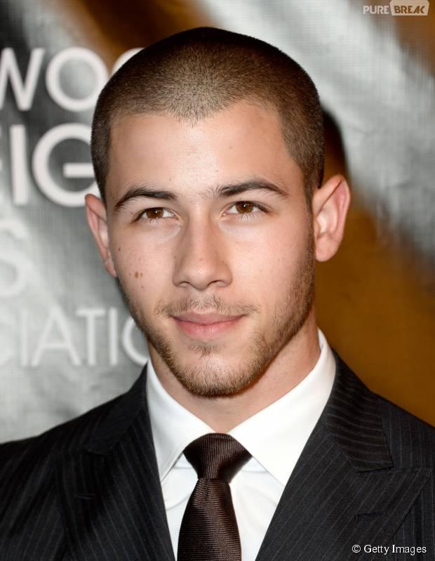 "Nick Jonas lança música ""Levels"" com lyrics vídeo!"
