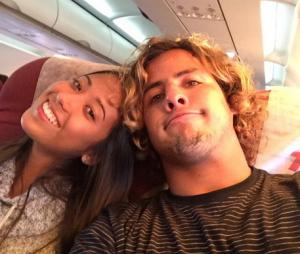 Mayara Hanada e o namorado Ian Gouveia, também surfista