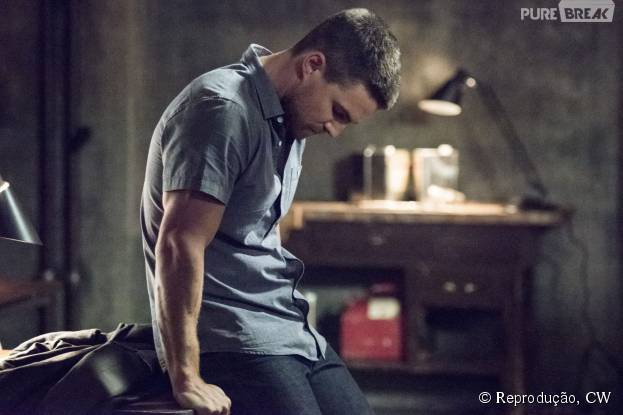 """Em """"Arrow"""": Oliver (Stephen Amell) se preocupa com novos desafios!"""