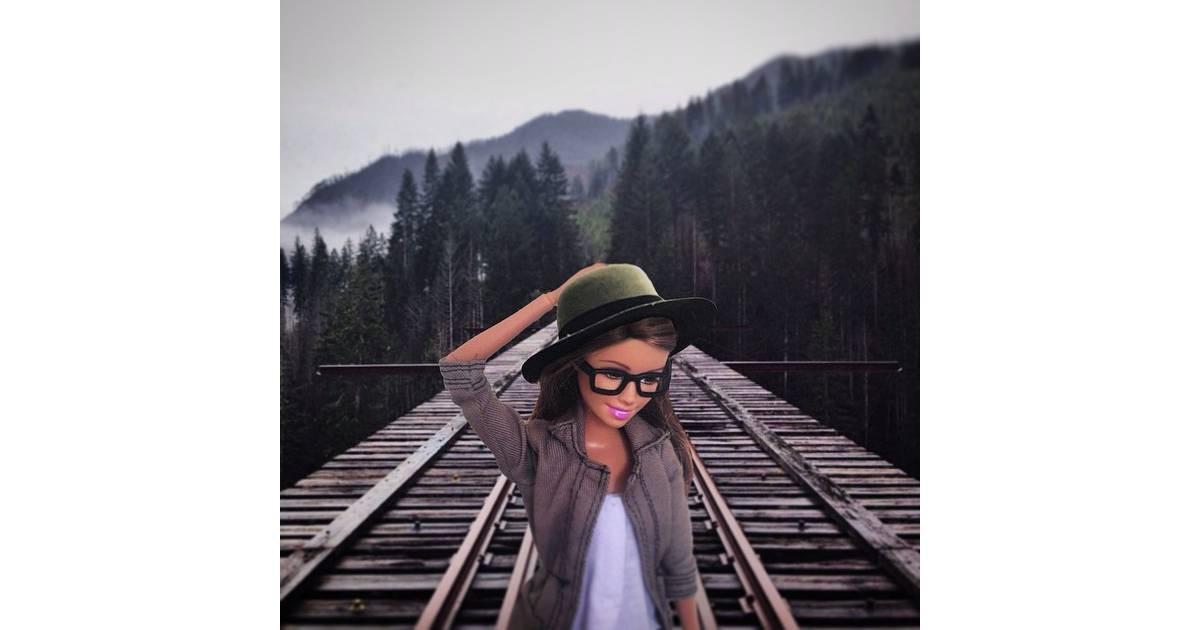 daf98281e Barbie Hipster: até a boneca mais famosa do mundo se rendeu à essa  tendência! - Purebreak