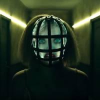 """Em """"American Horror Story: Hotel"""": teaser mostra novo personagem mascarado! Quem será?"""