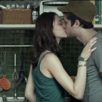 Chay Suede, Laura Neiva e Jesuíta Barbosa vivem triângulo amoroso em trailer de novo filme. Assista!