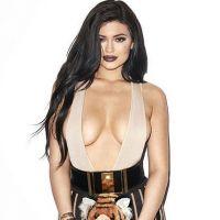"""Kylie Jenner comenta sobre rumores de silicone: """"Eu não coloquei nenhum implante no peito!"""""""